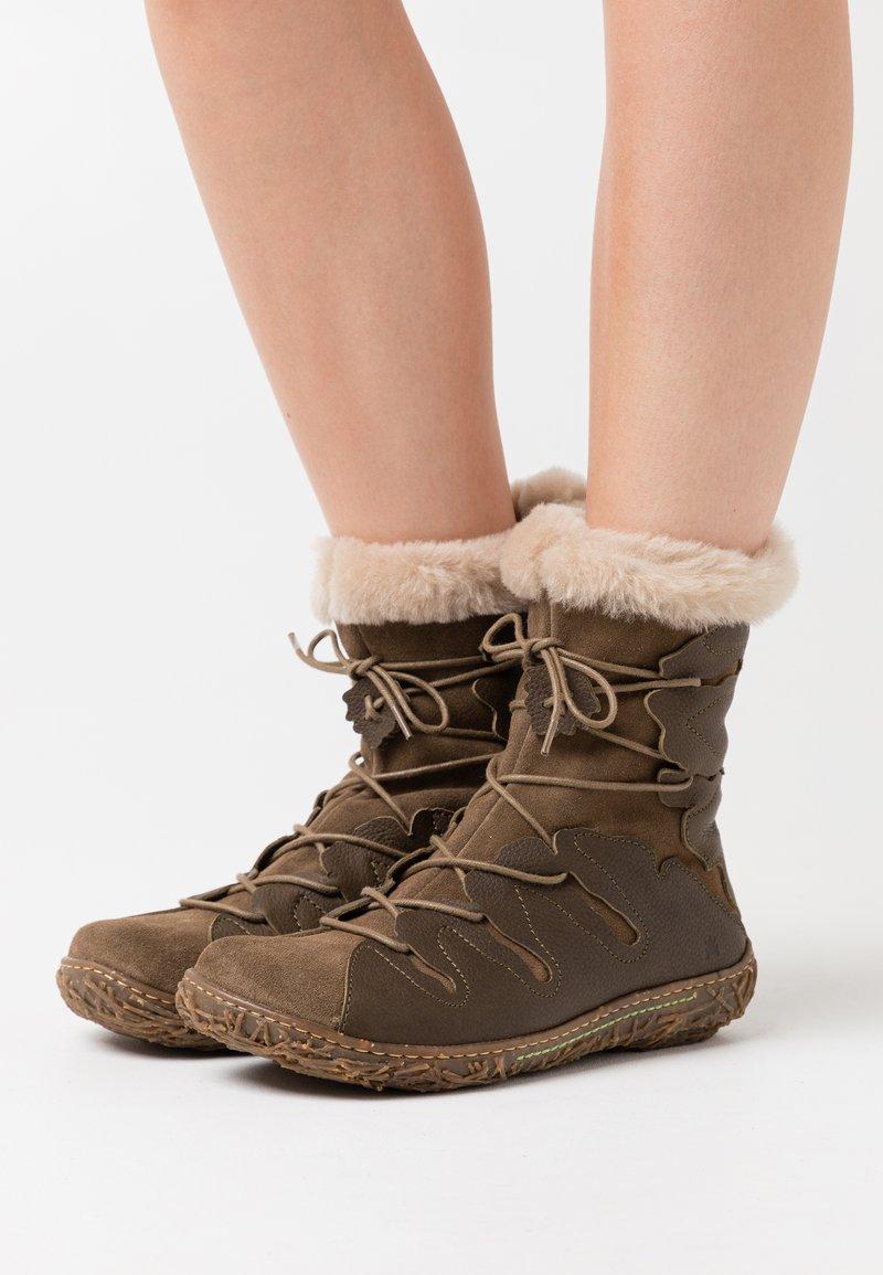 El Naturalista - NIDO - Winter boots - olive