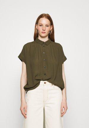 DRAPEY CENTRAL  - Button-down blouse - kale