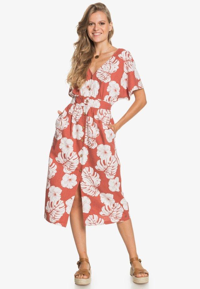 SUNNY MEMORIES - Korte jurk - marsala