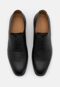 Emporio Armani - Elegantní šněrovací boty - black - 3