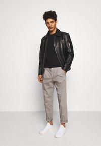 DRYKORN - CHASY - Trousers - grau - 1
