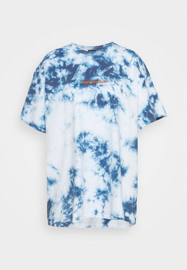 TIE DYE EMBROIDERED TEE UNISEX - T-shirt con stampa - blue