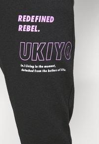 Redefined Rebel - LOGAN PANTS - Teplákové kalhoty - black - 5