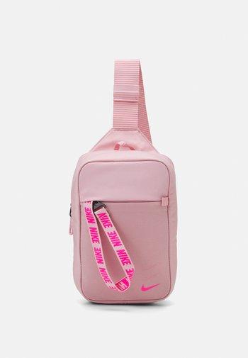 ESSENTIALS UNISEX - Umhängetasche - pink glaze/pink glaze/pink foam