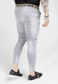 SIKSILK - ELASTICATED WAIST DISTRESSED - Zúžené džíny - grey - 4