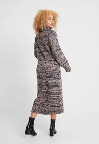 Lost Ink Petite - ROLL NECK DRESS - Strikket kjole - pink - 2