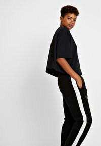 Nike Sportswear - Pantalon de survêtement - black/sail - 4