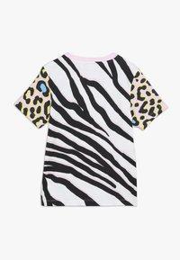 adidas Originals - TEE - T-shirt med print - pink/black - 1