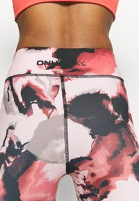 ONLY Play - ONPJABINA LIFE TRAIN - Leggings - peachskin/black - 4