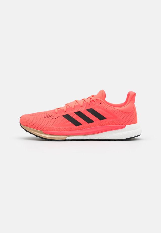 SOLAR GLIDE BOOST SHOES - Neutral running shoes - signal pink/core black/copper metallic