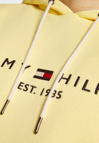 Tommy Hilfiger - LOGO HOODY - Bluza z kapturem - yellow - 5