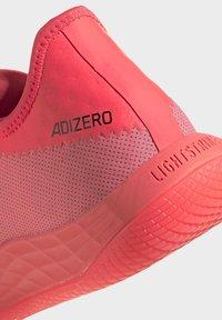 adidas Performance - ADIZERO LIGHTSTRIKE INDOOR SPORTS SHOES - Handball shoes - sigpnk/cblack/coppmt - 9