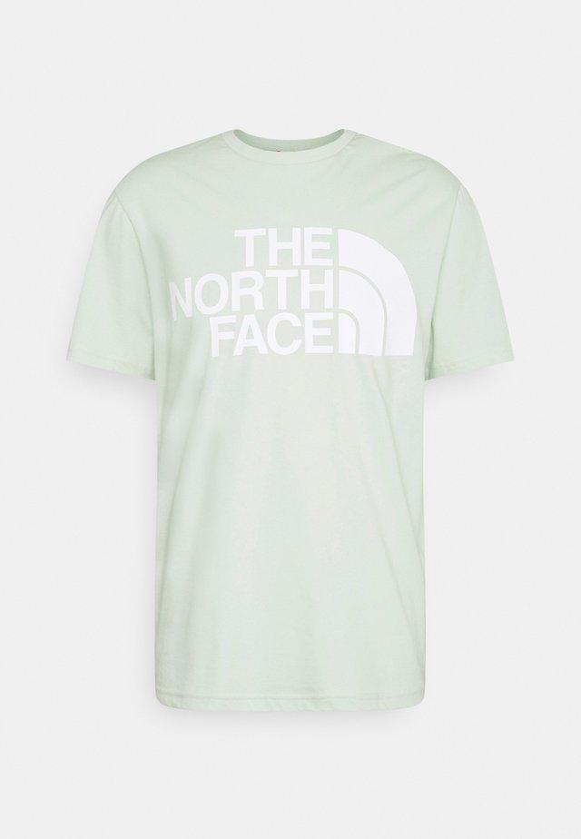 STANDARD TEE - T-shirt imprimé - green mist