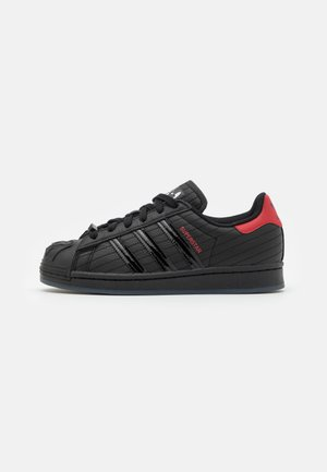 SUPERSTAR DISNEY STAR WARS SHOES UNISEX - Sneakersy niskie - core black/scarlet