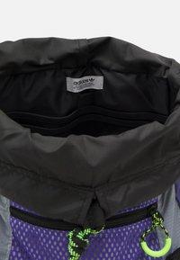 adidas Originals - TOPLOADER UNISEX - Batoh - purple/halo silver/signal green - 2