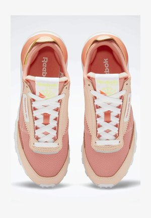 CLASSIC LEATHER LEGACY SHOES - Trainers - white, orange, orange