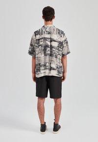 PULL&BEAR - Overhemd - grey - 2
