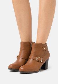 Wallis Wide Fit - WIDE FIT WANDERSON - Boots à talons - dark tan - 0