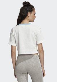 adidas Originals - CROP TOP - Print T-shirt - white - 1