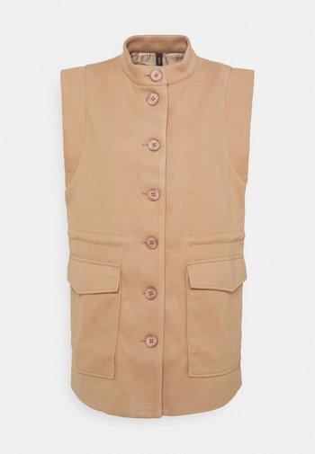YASMALVAN  - Waistcoat - tawny brown