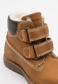 Primigi - WARM LINING UNISEX - Kotníkové boty - senape - 5
