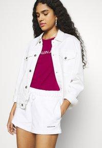 Calvin Klein Jeans - MICRO BRANDING - Shorts - white - 3