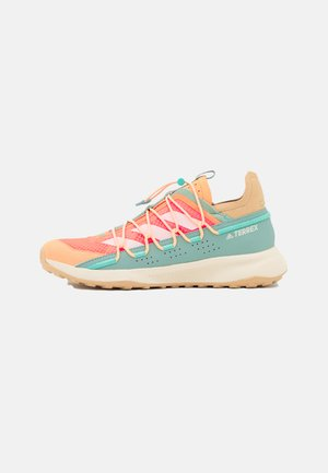 TERREX VOYAGER 21 H.RDY  - Outdoorschoenen - screaming orange/cream white/hazy green