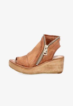 Platform sandals - calvados