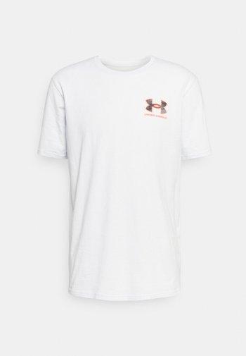 CAMO FILL WORDMARK - T-shirt con stampa - grey