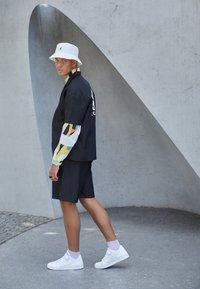 adidas Originals - FORUM LOW UNISEX - Sneakers - white - 0