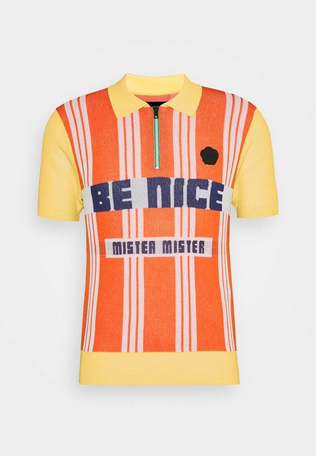 BE NICE STRIPE - Strikkegenser - orange