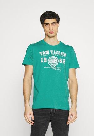 LOGO TEE - Camiseta estampada - new porcelain green