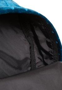 Eastpak - Ryggsäck - velvet blue - 6