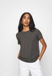 Vero Moda - VMAVA - Basic T-shirt - peat - 0