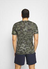 Under Armour - CAMO - Print T-shirt - baroque green - 2