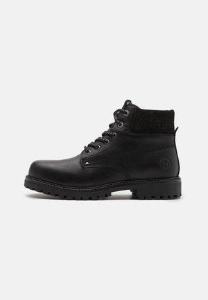 ARCH - Šněrovací kotníkové boty - black