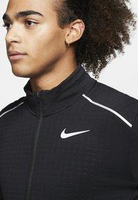 """Nike Performance - NIKE PERFORMANCE HERREN LAUFSHIRT """"THERMA SPHERE 3.0"""" LANGARM - Long sleeved top - black - 3"""