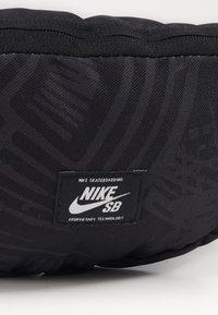 Nike SB - Ledvinka - black/white - 3