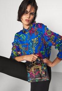 Versace Jeans Couture - BAROQUE HANDBAG - Handbag - nero - 0