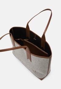 Emporio Armani - SHOPPING BAG - Shopping bags - white/tobacco/black/ecru - 3
