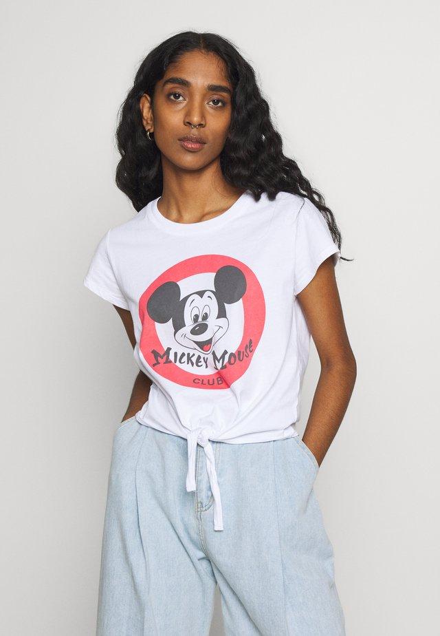 TIE FRONT TEE - T-shirt z nadrukiem - white