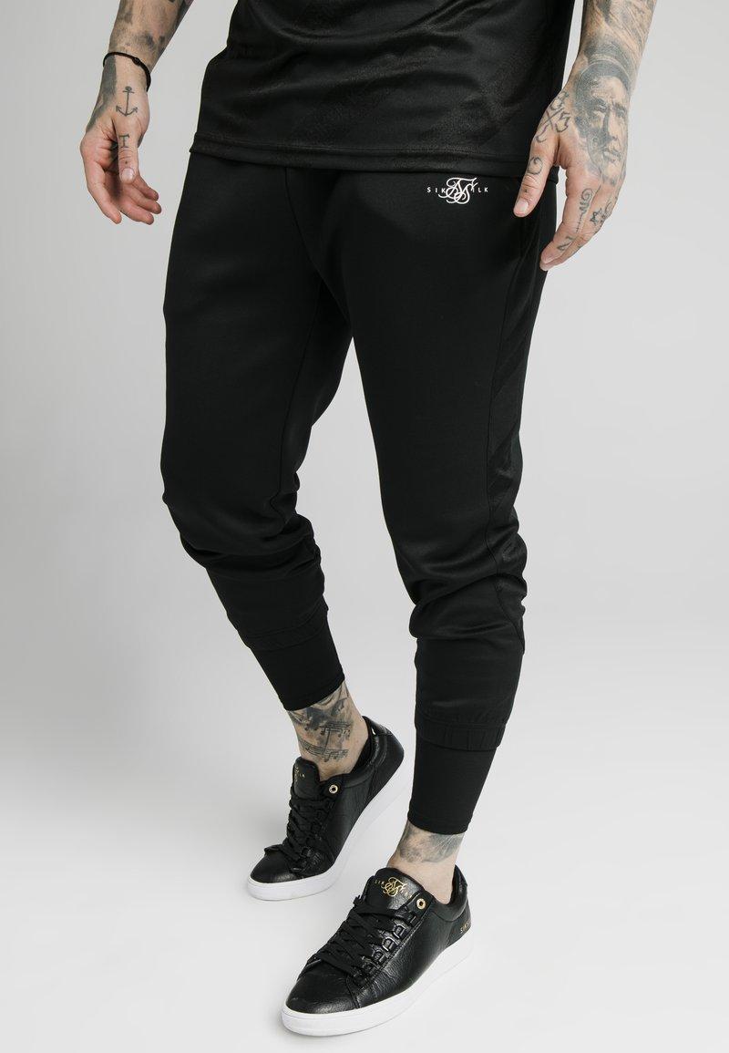 SIKSILK - SIKSILK TRANQUIL DUAL CUFF PANT - Pantaloni sportivi - black