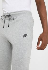 Nike Sportswear - TECH - Trainingsbroek - grey - 3