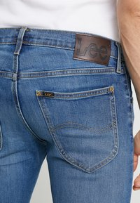 Lee - DAREN ZIP FLY - Jeansy Straight Leg - blue used - 3