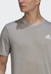 adidas Performance - Basic T-shirt - medium grey heather/white - 5