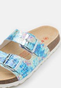 Superfit - FUSSBETTPANTOFFEL - Slippers - blau - 5