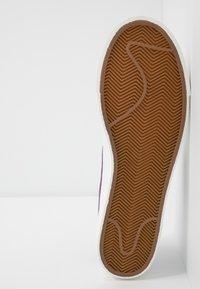 Nike Sportswear - BLAZER - Matalavartiset tennarit - white/voltage purple - 4