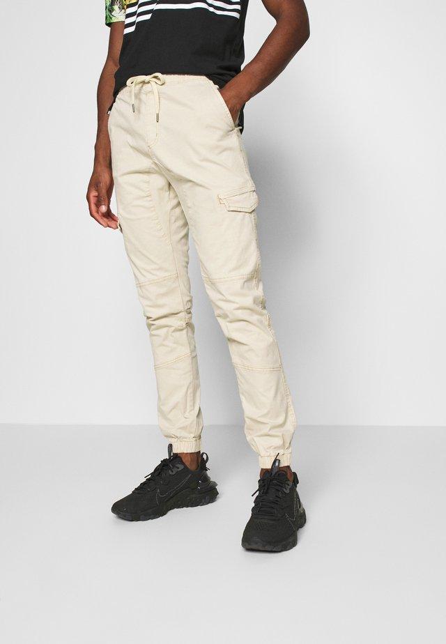 LEVI - Pantalon cargo - offwhite