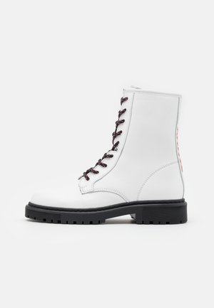 DOUBLE DETAIL LACE UP BOOT - Veterboots - white