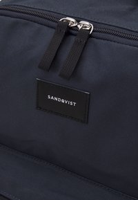 Sandqvist - AUGUST UNISEX - Reppu - navy - 3